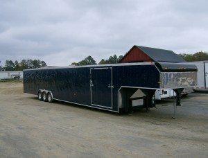 Gooseneck car hauler