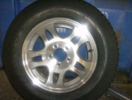 Single Alloy Wheel w/ Radial Tire